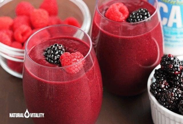 Detoxifying Beet & Berry Smoothie